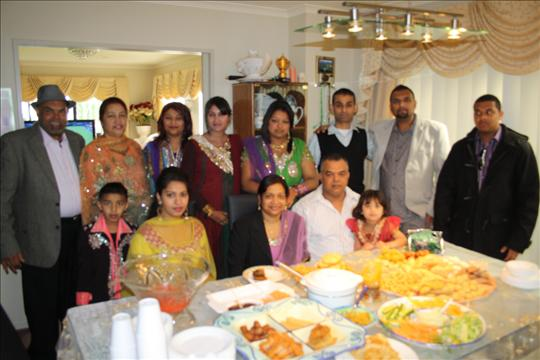 Simple Lunch Eid Al-Fitr Food - Muslims%20mark%20Eid-%20Dean%20and%20family  Gallery_381069 .jpg